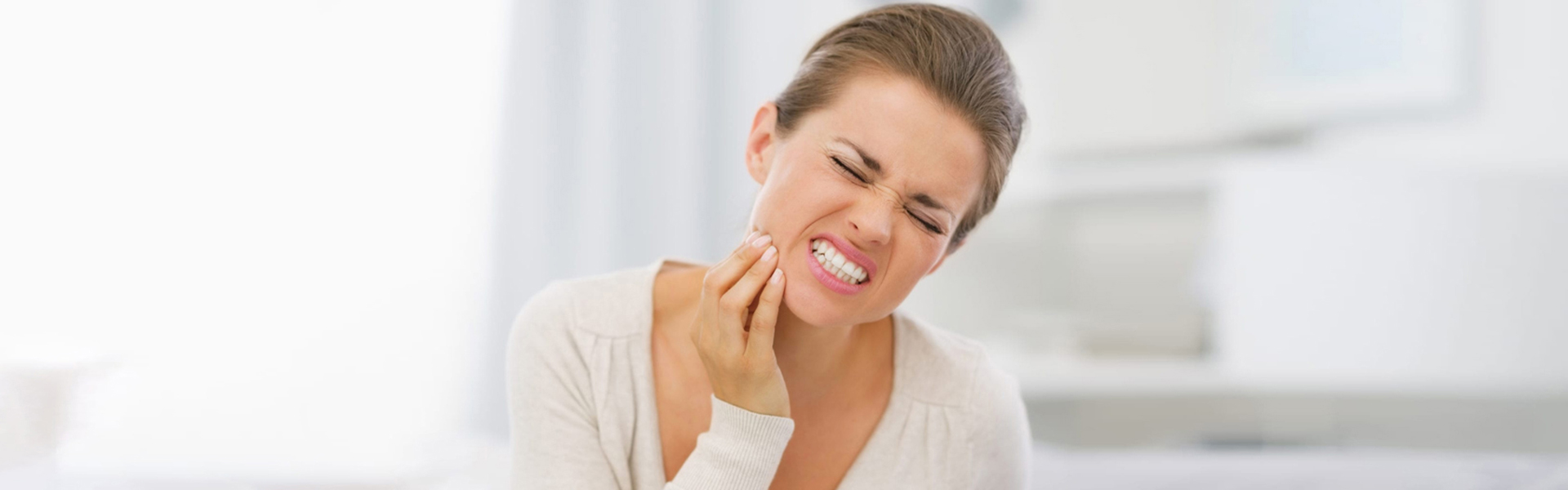 Tooth Pain: Steps To Take Before Seeing An Emergency Dentist